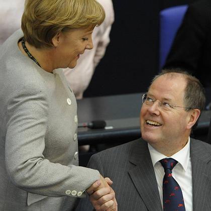 Kanzlerin Merkel, Minister Steinbrück: Mehr Beteiligung ja - aber es darf nichts kosten
