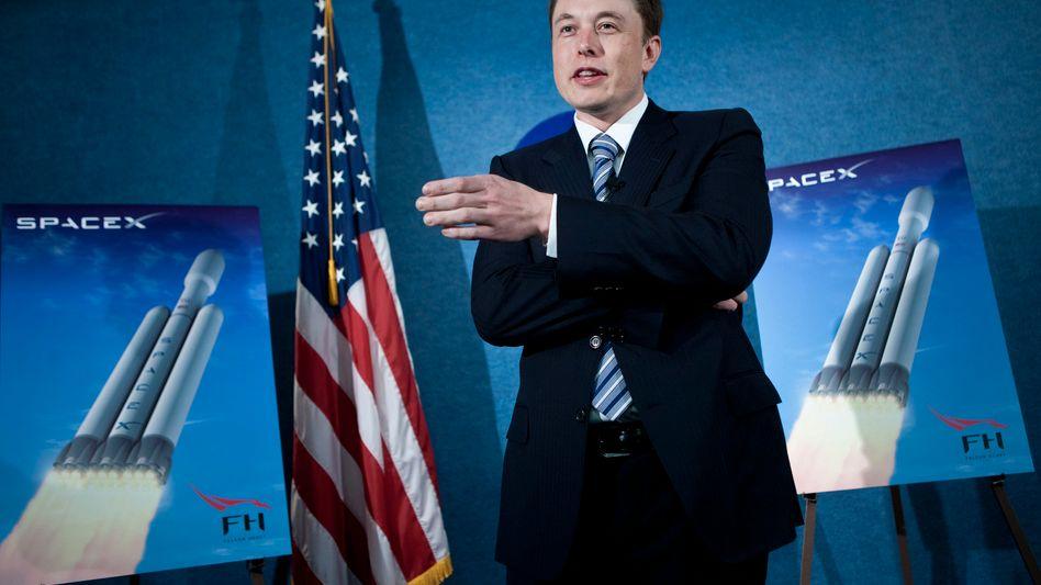 Patriotischer Auftritt: Elon Musk verkündet Raketenpläne seiner Firma SpaceX 2011