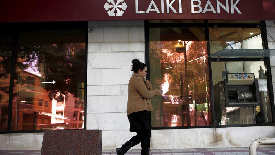 Bank in Zyperns Hauptstadt Nikosia: Die Beteiligung privater Gläubiger an einem Rettungspaket bleibt größter Streitpunkt