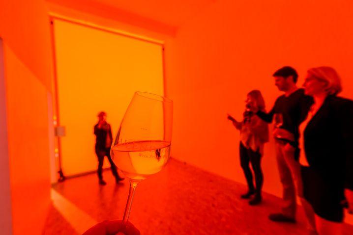 Sinnestäuschung: Farbig schmeckt in der Weinerlebniswelt Allendorf der Riesling ganz anders