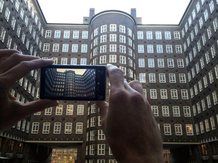 Das brennt: Scharf werden Bilder mit der 8,7-Megapixel-Kamera dank Bildstabilisator (das Foto wurde mit einem iPhone 4 geschossen)