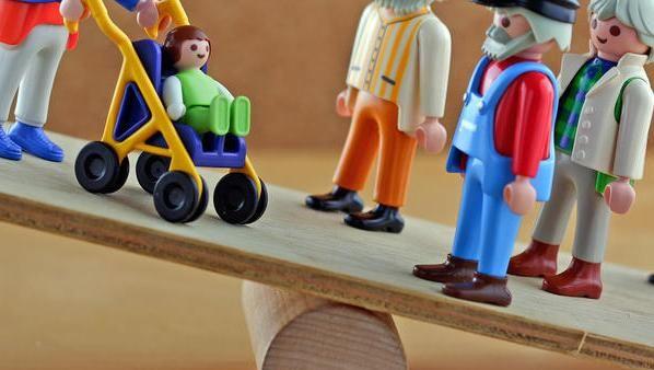 Das Ungleichgewicht ist offensichtlich: Frauen, die für die Kinder im Beruf zurückstehen, beziehen letztlich auch weniger Rente