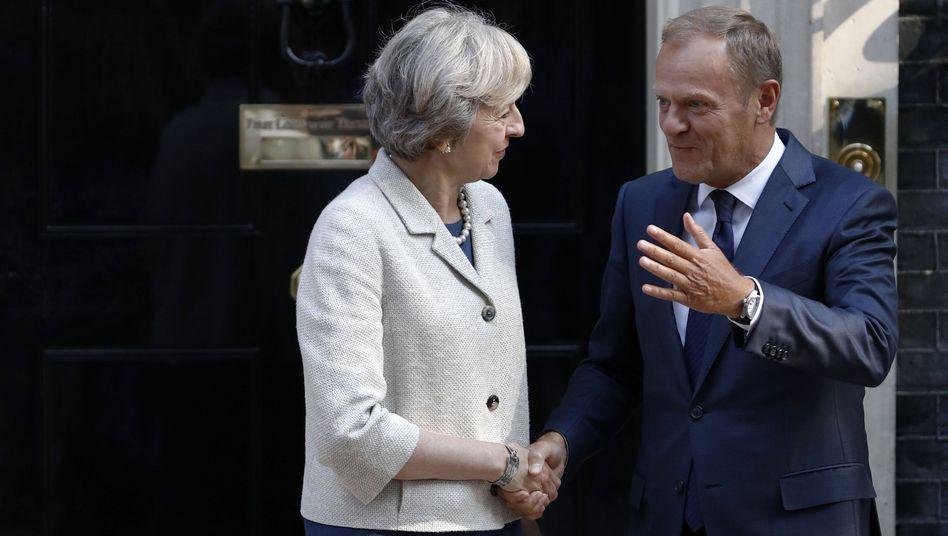 """Donald Tusk, Theresa May (Archiv): """"Dies ist meine erste Scheidung - und hoffentlich meine letzte"""""""