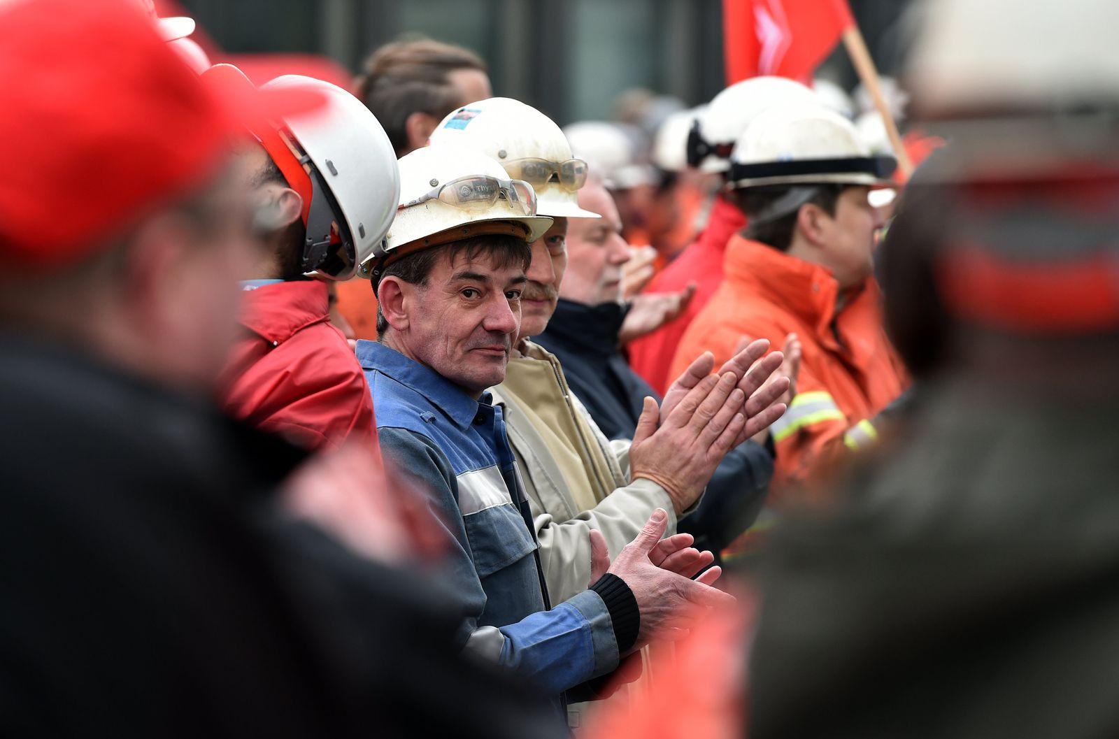 Warnstreik der Stahlindustrie in Duisburg