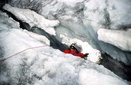 In der Gletscherspalte: Allein mit der Kälte