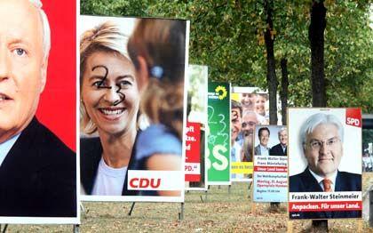 Plakatedickicht: CDU und SPD erhielten 2008 als direkte Parteienfinanzierung jeweils rund 43 Millionen Euro - doch auch die kleineren Parteien profitieren von jeder Stimme, sobald sie mindestens 0,5 Prozent der Stimmen bekommen
