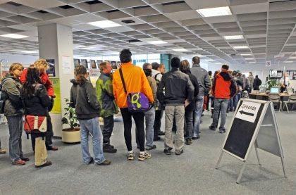 Andrang bei der Agentur für Arbeit: Mehr Menschen auf Jobsuche befürchtet
