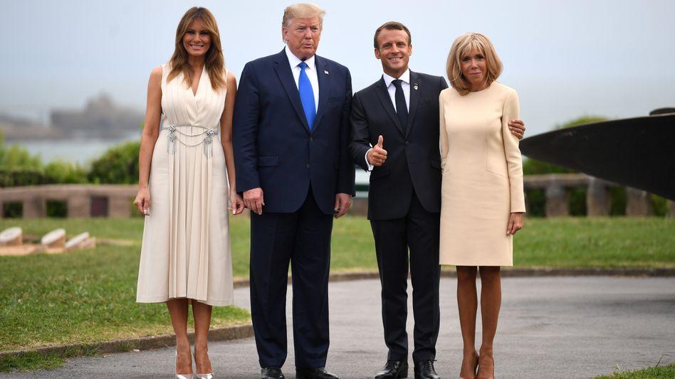 Annäherung: Der französische Präsident Emmanuell Macron (mit seiner Frau Brigitte) und US-Präsident Donald Trump (mit seiner Frau Melania) kamen sich beim G7 Gipfel in Biarritz wieder etwas näher