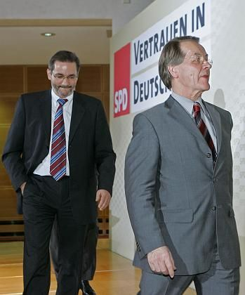 SPD-Politiker Platzeck, Müntefering: Sparen allein reicht nicht
