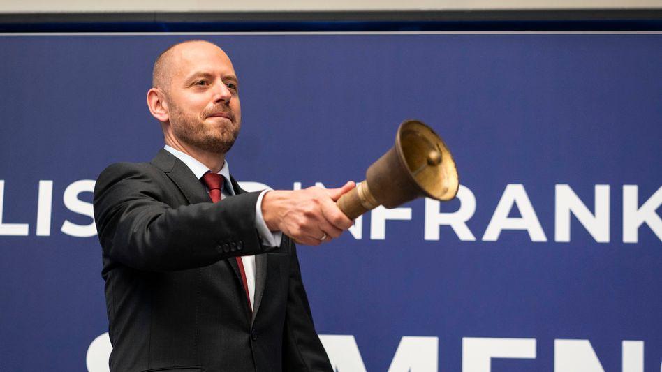 Christian Bruch, Chef von Siemens Energy, läutet in der Frankfurter Wertpapierbörse am 28. September traditionell die Glocke nach der Erstnotierung seines Unternehmens