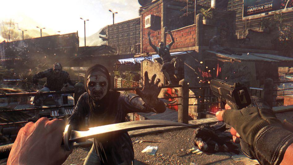 """Unterhaltung oder """"Geballer""""? Bei """"Dying Light"""" geht es darum, Zombies zu töten. Verfügbar soll das Spiel bald für verschiedene Plattformen sein, zum Beispiel die PS3, die PS4 oder die Xbox 360. Verstörend? Vielleicht. Aber offenbar sind Computerspiele so begehrt, dass die Nachfrage danach die Inflation nach oben treibt. Zumindest in Großbritannien"""