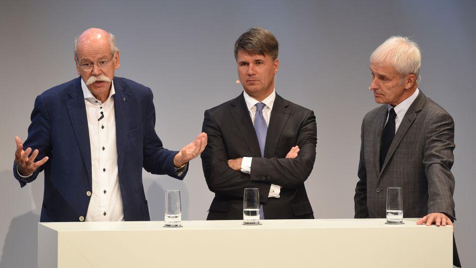 Autokonzern-Manager Dieter Zetsche (Daimler, v.l.n.r.), Harald Krüger (BMW), Matthias Müller (Volkswagen)