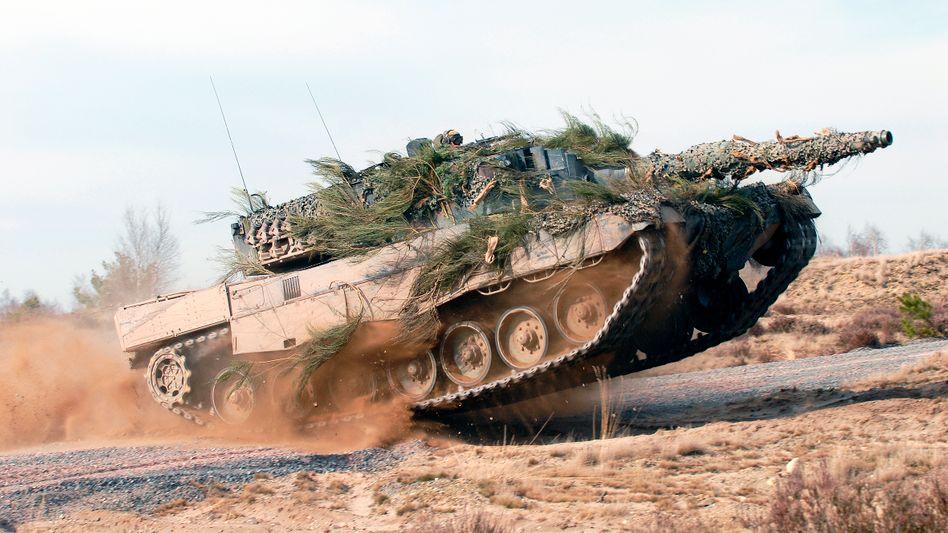 Kampfpanzer Leopard 2 von Krauss Maffei Wegmann: Rheinmetall will die Kontrolle übernehmen