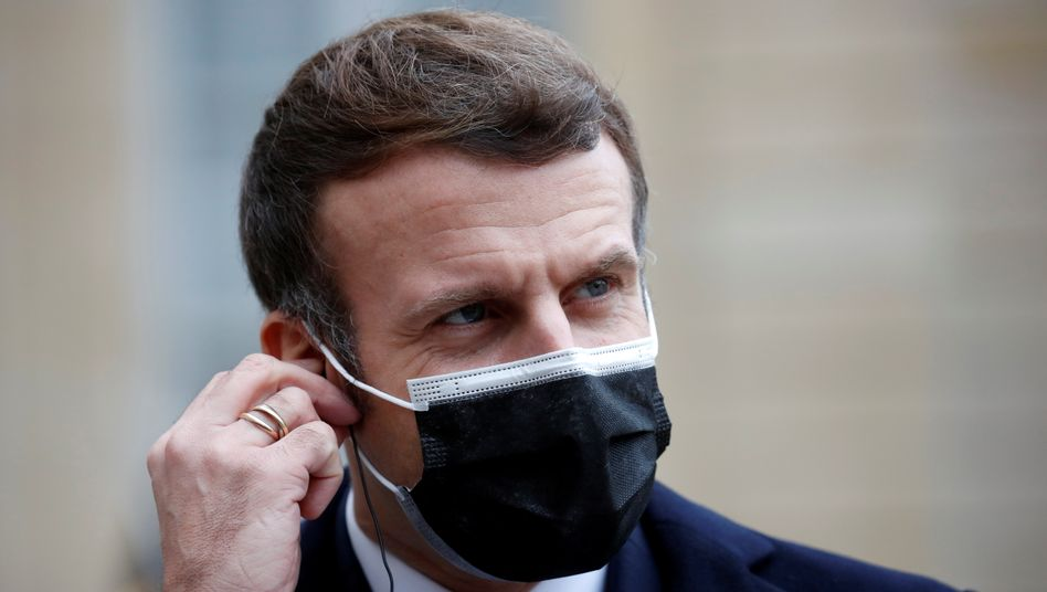 Positiv getestet: Frankreichs Präsident Emmanuel Macron am Mittwoch vor dem Elysée-Palast