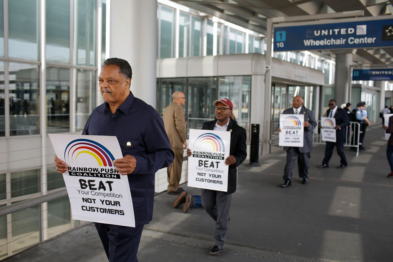 Proteste gegen United Airlines am Chicago Airport