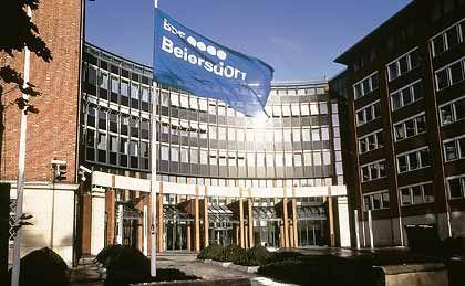 Konzentration auf Kosmetik: Beiersdorf, im Bild die Zentrale in Hamburg, plant die Trennung von seiner Klebstofftochter Tesa