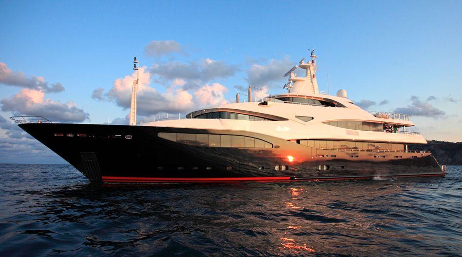 """Yacht """"Blue Eyes"""" von Ferretti: Das italienische Unternehmen wurde 1968 von Powerboot-Weltmeister Norberto Ferretti gegründet"""
