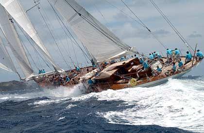 """Die """"Windrose"""" gehört dem niederländischen Immobilienunternehmer und Inhaber der Werft Holland Jachtbouw Chris Gongriep"""