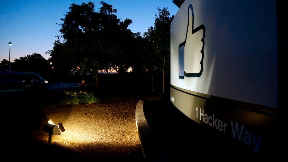 Facebook-Parkplatz vor der Firmenzentrale in Menlo Park, Kalifornien