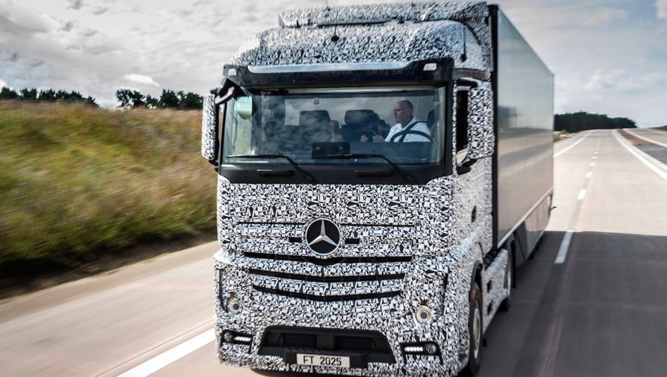 Nimmt dem Sekundenschlaf den Schrecken: Ein Daimler-Prototyp mit Autopilot.