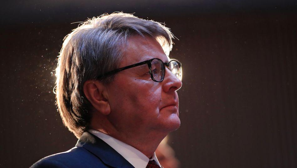 Augen auf und durch: Börsenchef Theodor Weimer muss sich mit Vorwürfen gegen die Handelsüberwachung auseinandersetzen