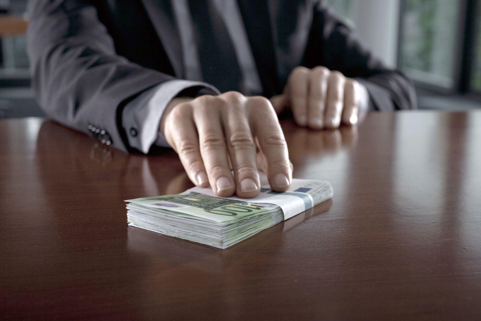 NICHT MEHR VERWENDEN! - Korruption / Geld