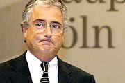 Erklärungsnot: Telekom-Chef Sommer auf der Hauptversammlung 2002