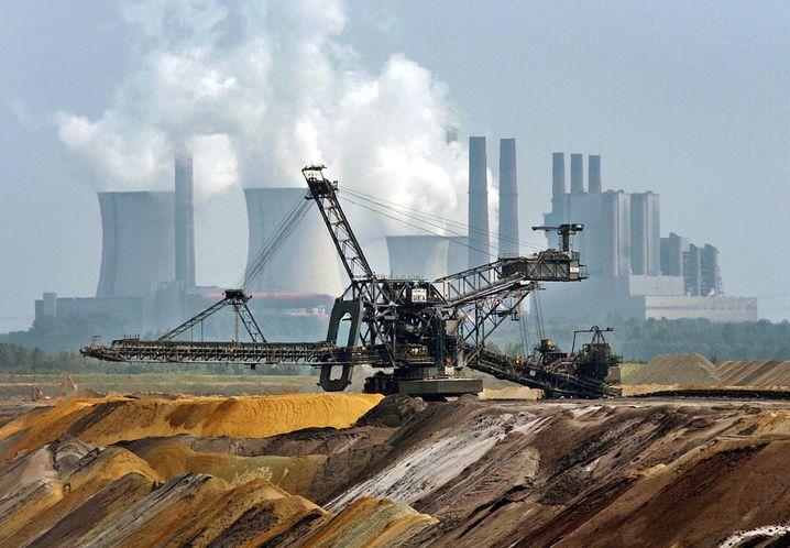 Braunkohlekraftwerk Niederaußem: RWE drückt billigen Strom in den Markt