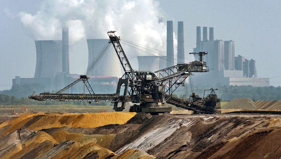 RWE-Kraftwerk Niederaußem: Durch die Abkehr vom Atomstrom wird wieder mehr Strom aus Kohlekraftwerken benötigt
