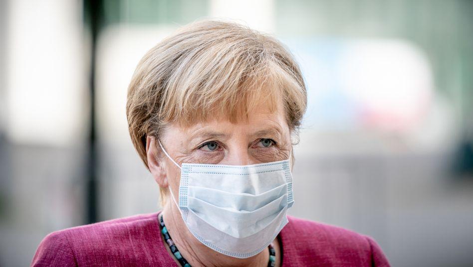 """Angela Merkel: """"Ich bitte Sie: Verzichten Sie auf jede Reise, die nicht wirklich zwingend notwendig ist, auf jede Feier, die nicht wirklich zwingend notwendig ist."""""""