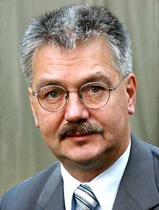 """""""Gesichter der Wirtschaft"""": Lothar Rolke, Autor der Studie, lehrt Betriebswirtschaft und Unternehmens-kommunikation in Mainz"""