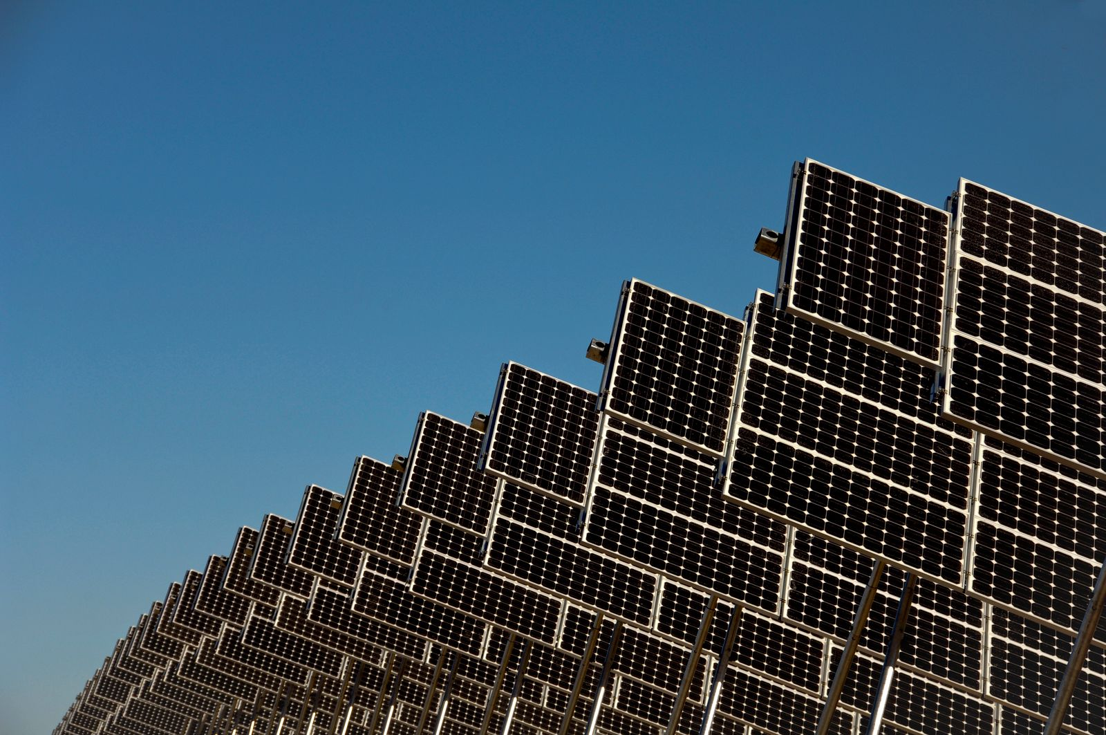 NICHT MEHR VERWENDEN! - Solar panels in a row