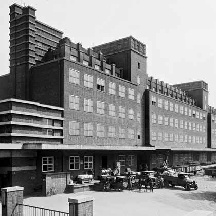 hauptlagerhaus der GHH in Oberhausen, 1929 (gebaut nach Plänen von Peter Behrens)