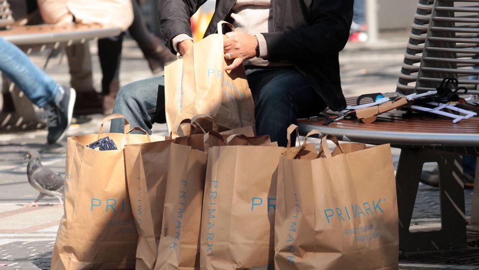 Großeinkauf ade: Vielen Konsumenten ist die Lust auf Shopping wegen der Corona-Pandemie bereits vergangen