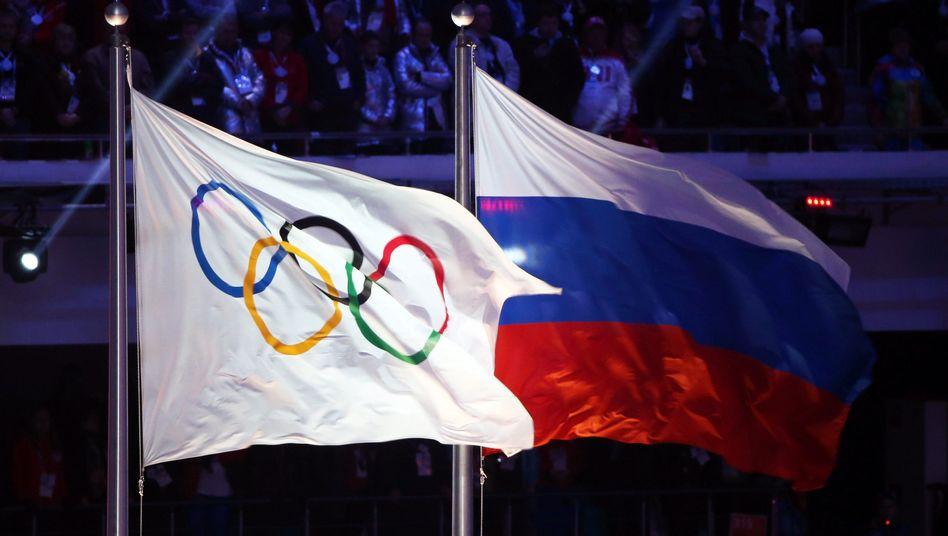 """Einzelne Athleten aus Russland sollen an den Spielen in Rio nur dann teilnehmen, wenn sie unter einer neutralen Olympia-Flagge statt der russischen Flagge starten. IAAF-Chef Sebastian Coe sprach von einer """"machtvollen Botschaft"""""""