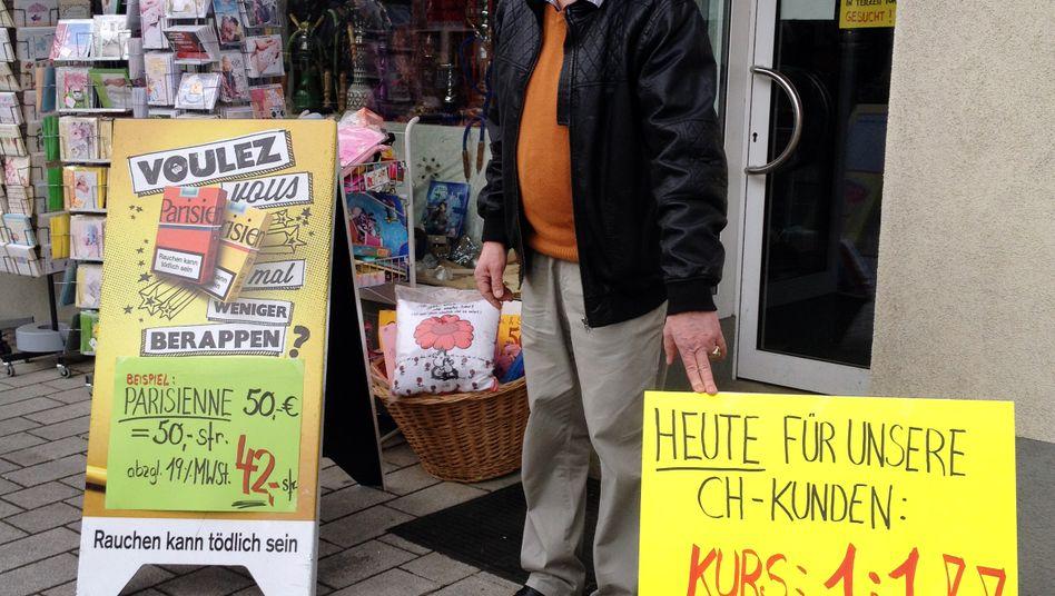 Einzelhändler in Jestetten: Die wechselwilligen Eidgenossen stürmen am Tag danach Banken und Geschäfte im deutschen Grenzgebiet