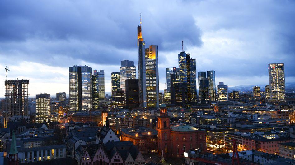 Bankenviertel in Frankfurt: Flucht in Fusionen