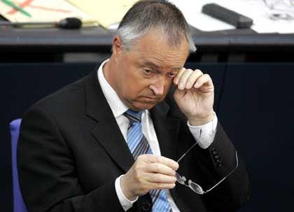 Plant angeblich Erhöhung der Mehrwertsteuer: Bundesfinanzminister Hans Eichel