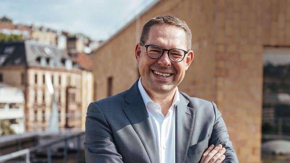 Siegreich: Gerd Chrzanowski wird den größten Handelskonzern Europas führen
