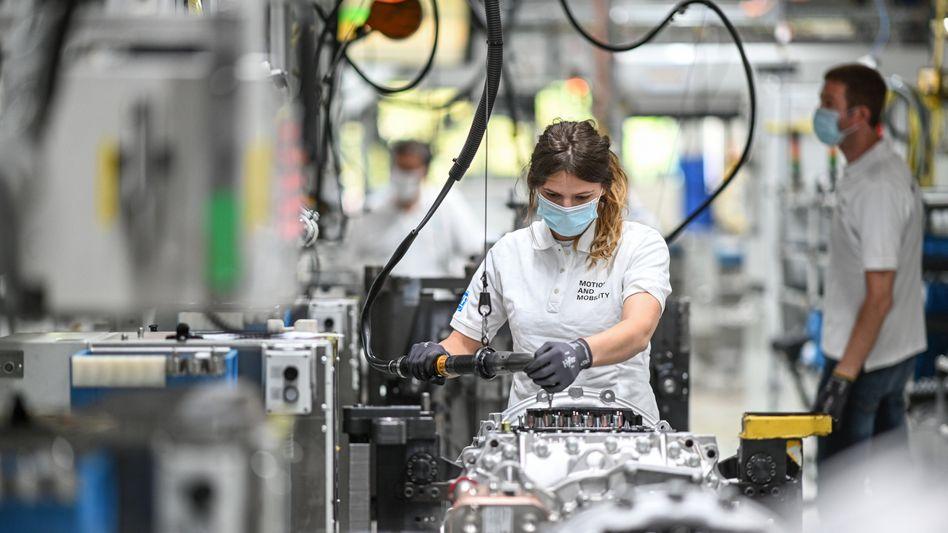 Montage bei ZF Friedrichshafen: Die Lieferkrise trifft neben der Autoindustrie viele weitere Branchen