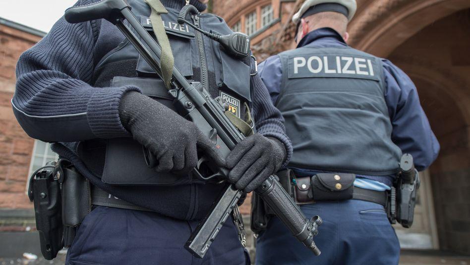Ob Polizisten oder Lehrer: In Bayern verdienen Beamte am meisten, schreibt der DGB in seinem Besoldungsreport