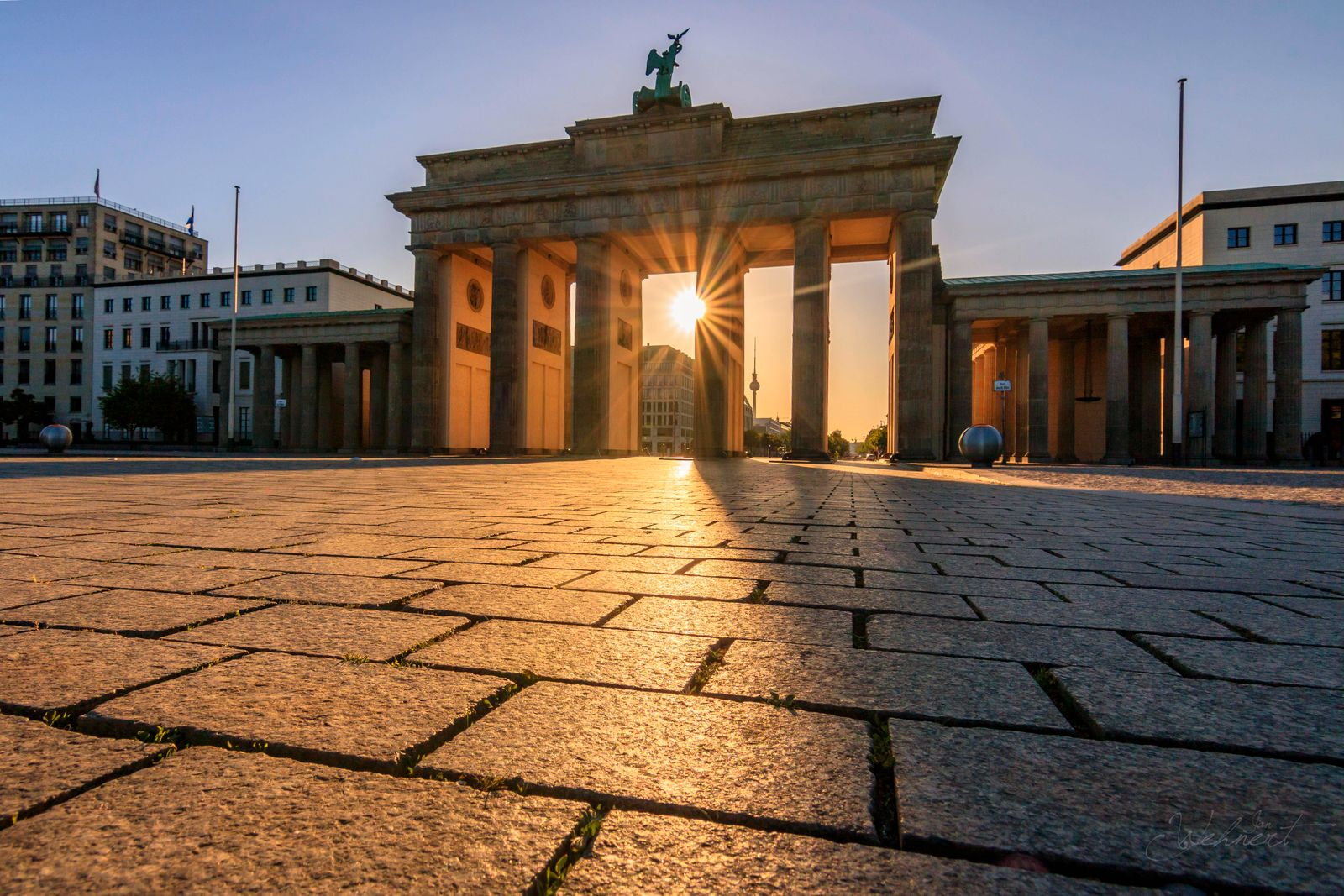 Brandenburger Tor bei Sonnenaufgang, Berlin, Deutschland, Europa *** Brandenburg Gate at sunrise, Berlin, Germany, Europ