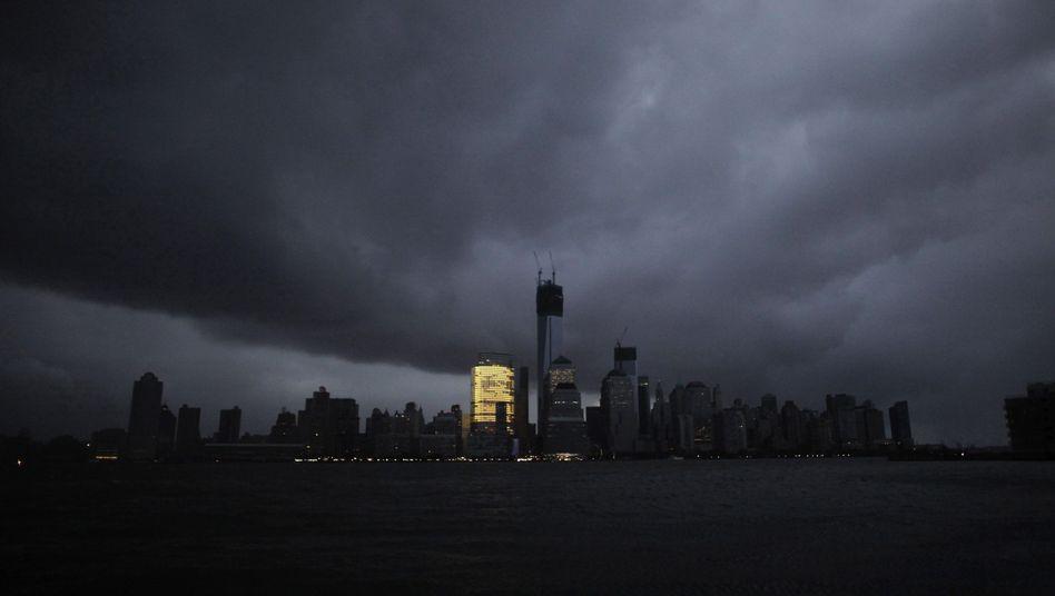 """Solitär: Nur die Goldman-Sachs-Zentrale leuchtet in Manhattan (Archivbild vom Unwetter """"Sandy"""" 2012)"""