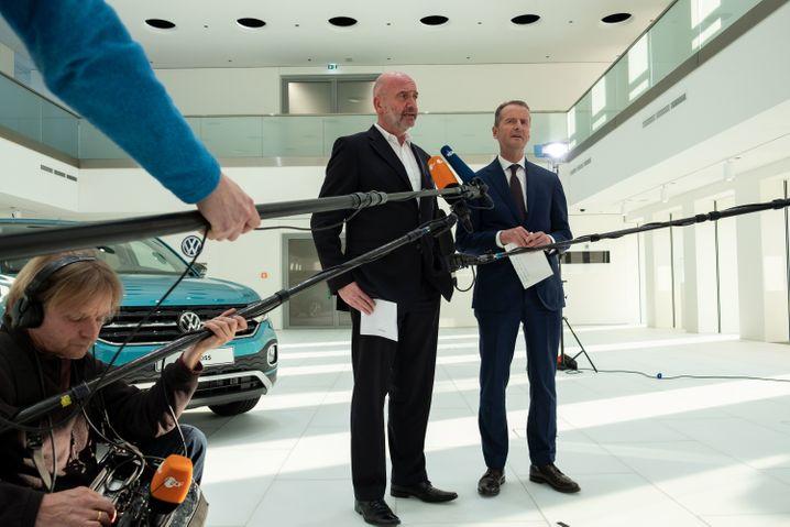 Corona-Burgfrieden in Wolfsburg: Bernd Osterloh (links) und Herbert Diess