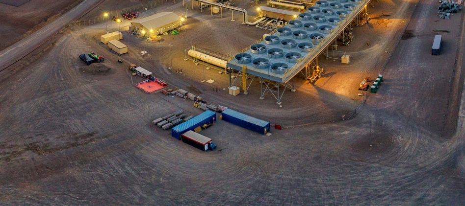 Höhenluft erleuchtet: Das Geothermiekraftwerk Cerro Pabelón in der Wüste Atacama 4500 Meter über dem Meer – auch in Chile ist der Versorger Enel Marktführer