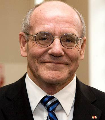 Viel Arbeit im ersten Jahr: Professor Günter Hirsch (66), ehemals Präsident des Bundesgerichtshofes, hatte im April 2008 als neuer Schlichter der Assekuranz die Nachfolge von Professor Wolfgang Römer angetreten.