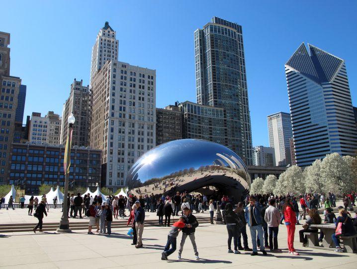 """Die Skulptur Cloud Gate sieht aus wie eine Bohne - so erhielt sie den Spitznamen """"The Bean""""."""