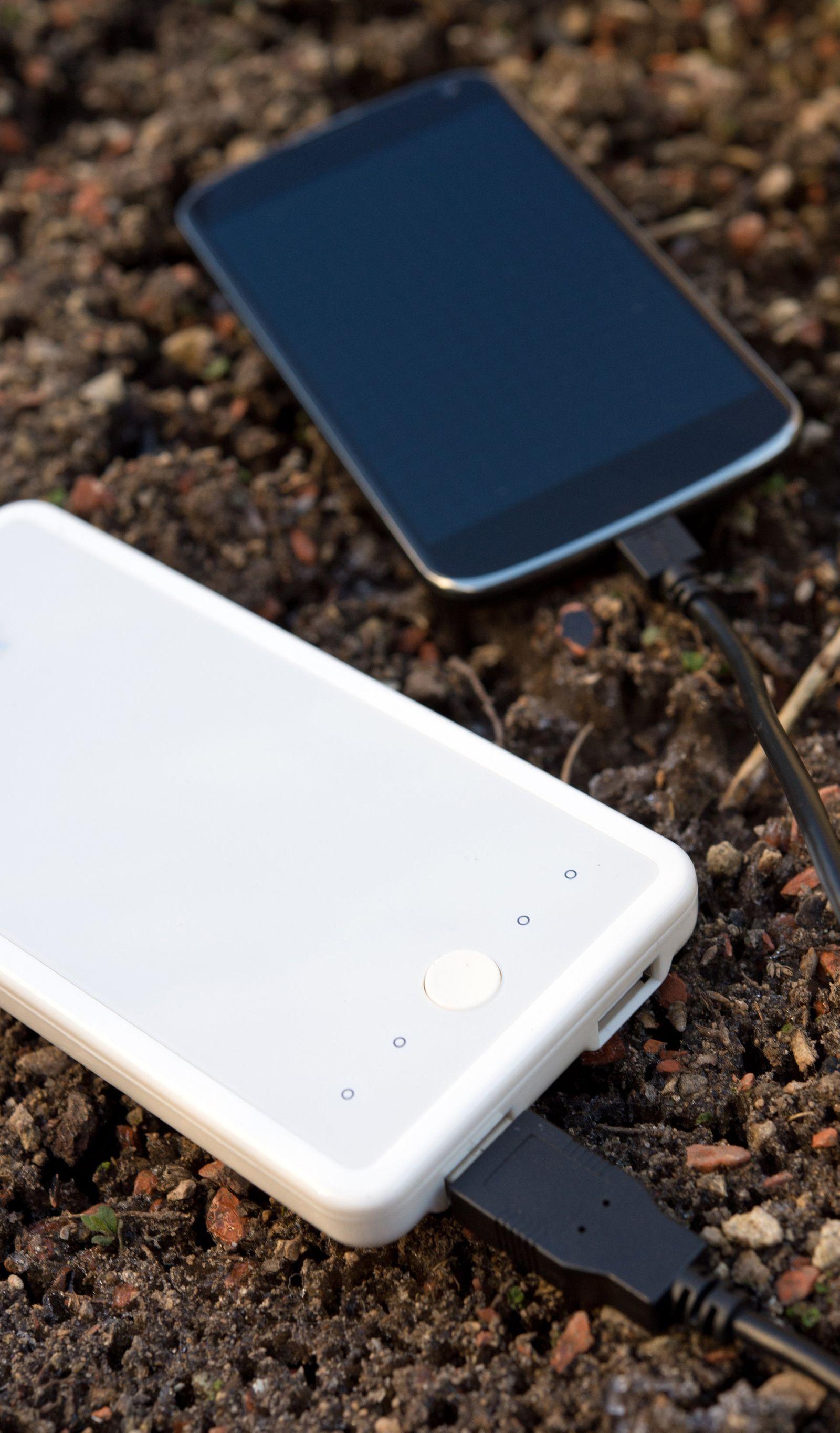 EINMALIGE VERWENDUNG Steckdose zum Mitnehmen: Akkupacks für Handy und Laptop