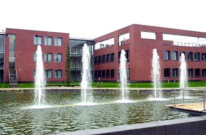 200 Millionen Euro von SAP-Mitgründer Plattner:Das Institut für Softwaresystemtechnik in Potsdam-Babelsberg wurde nach dem Mäzen benannt