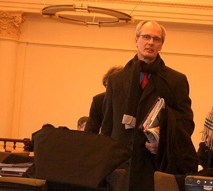 Heute ohne seinen Kollegen Gerhard Strate: Falks Anwalt Thomas Bliwier kurz vor Beginn des Prozesses